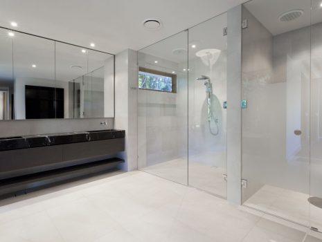 Cabine și paravane de duș