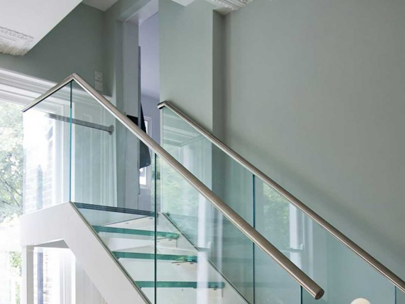 glass-railings-stairs